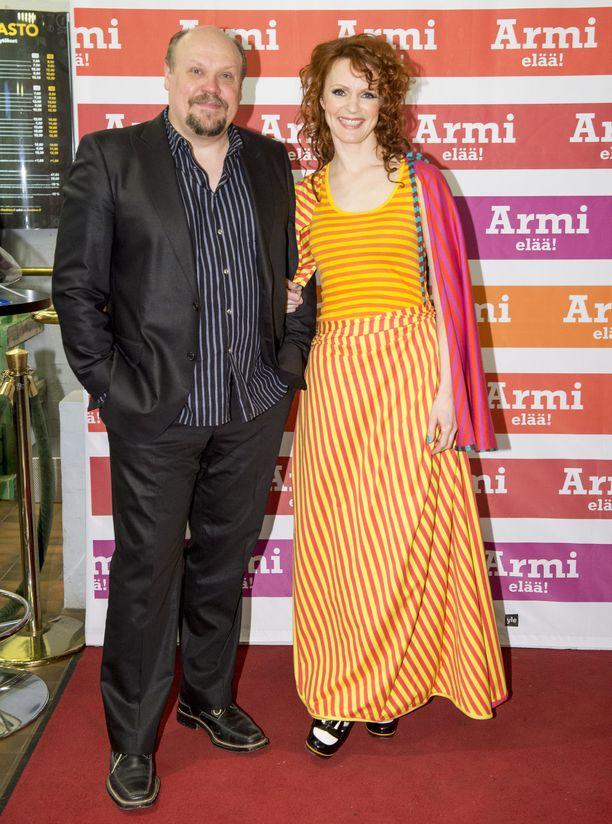 Björkman ja Minna Haapkylä olivat yhdessä 20 vuotta. Avioeron jälkeen he näyttelivät eroavaa avioparia Jörn Donnerin Armi elää! -elokuvassa.