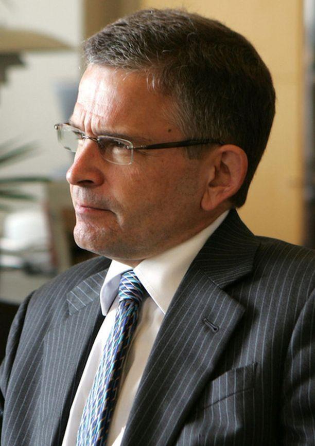 Kaupunginjohtaja Jussi Pajunen haluaa selvittää sosiaalijohtajan kalustehankinnat perin pohjin.