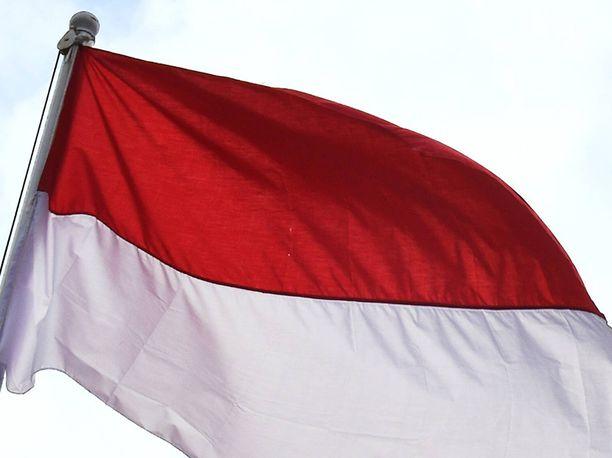Ainakin kolme on kuollut Indonesiaan varhain torstaina iskeneessä maanjäristyksessä.