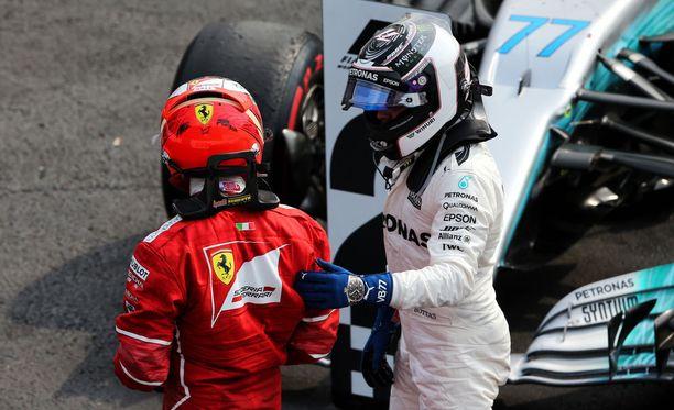 Valtteri Bottas (oik) ja Kimi Räikkönen valloittivat alimmat korokkeet Meksikon GP:n palkintopallilta.