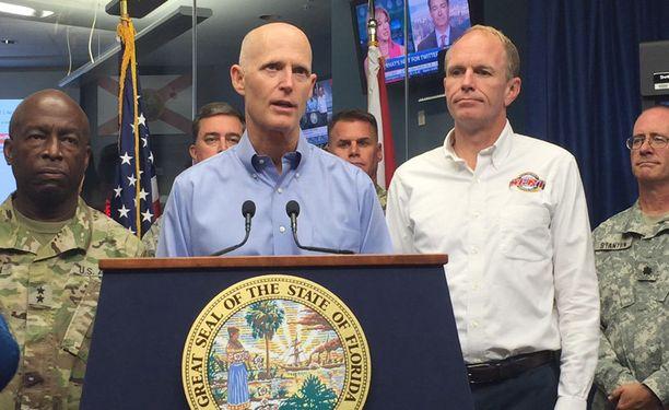 Floridan kuvernööri on kehottanut ihmisiä pakenemaan hirmumyrsky Matthew'n tieltä.