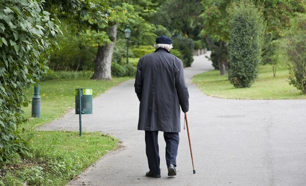 Oulun poliisi ehdottaa, että omaiset voisivat ostaa muistisairaalle tai ikääntyvälle esimerkiksi paikannusrannekkeen.