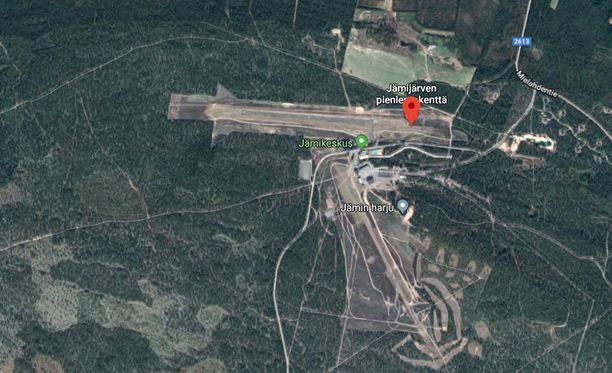 Yksi ihminen on loukkaantunut varjoliitimen pudottua Jämijärven lentokentällä.