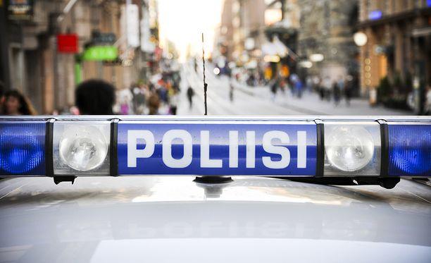 Poliisin mukaan aiemmin torstaina etsittyjä miehiä epäillään törkeistä varkauksista. Kuvituskuva.