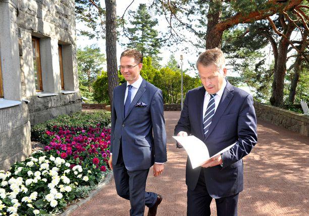 Pääministeri Jyrki Katainen jätti eroilmoituksen presidentti Sauli Niinistölle maanantaina. Keskiviikkona Katainen nimitetään pätkäkomissaariehdokkaaksi.