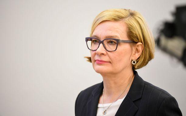 """Sisäministeri Paula Risikko (kok) hehkutti """"nelinkertaista mahdollisuutta valita""""."""