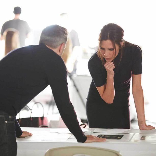 Victoria Beckham suunnittelutyössä.