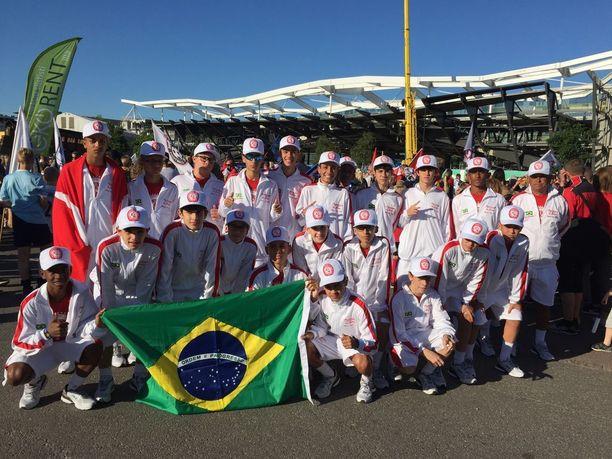 Clube Pequeninos do Jockeyn vuonna 2003 syntyneet pelaajat matkasivat Helsinkiin Brasiliasta asti.