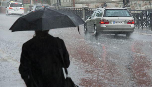 Koko maassa sataa tänään Pohjois-Lappia lukuun ottamatta.