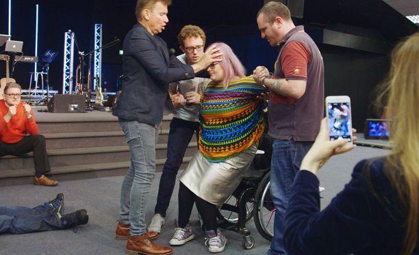 Kättään Emily Yatesin otsalla pitävä John Mellor on kertonut saaneensa yhteyden Jumalaan rukoiltuaan kymmenen päivää ja yötä.