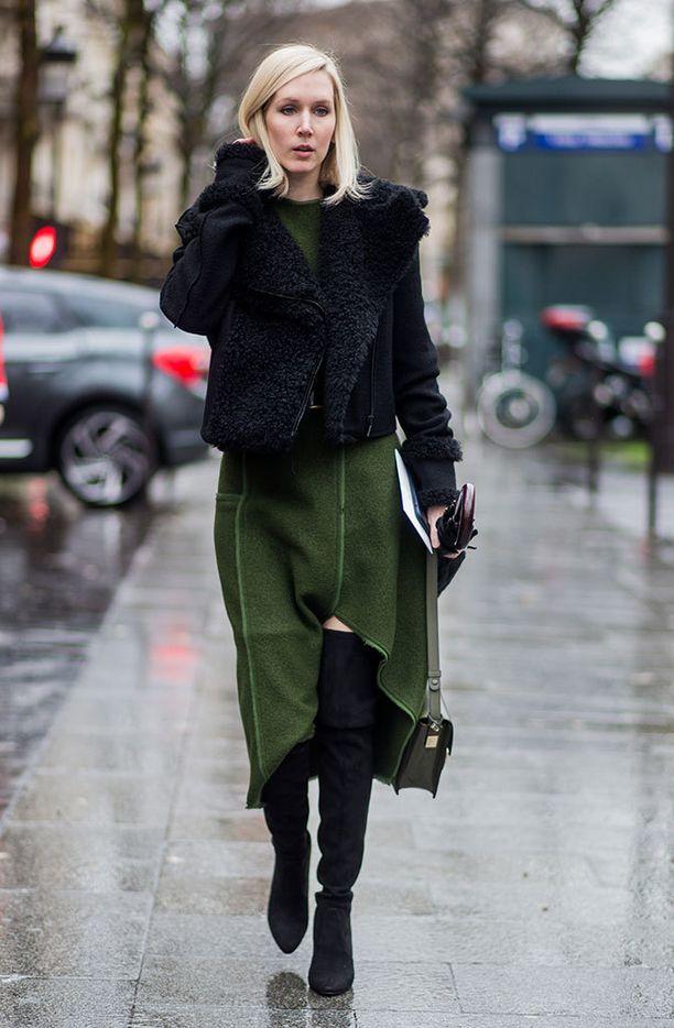 Jos kirkas vihreä tuntuu liian vaikealta vaatteissa, kokeile tummaa metsänvihreää...