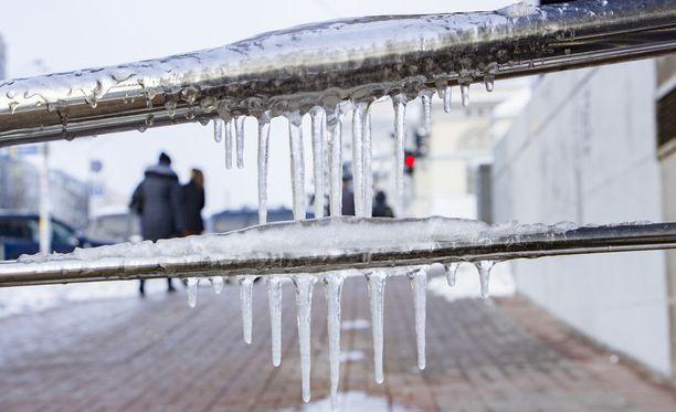 Riski vesikalusteiden tai -putkien rikkoutumiselle kasvaa, kun lämpötila kohoaa nopeasti.