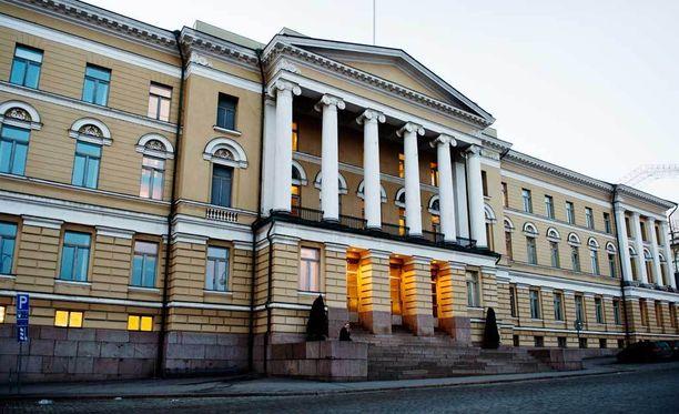 Taloselämän mukaan yliopistoihin kohdistuvat leikkaukset ovat todellisuudessa pieniä. Kuvassa Helsingin yliopiston päärakennus.