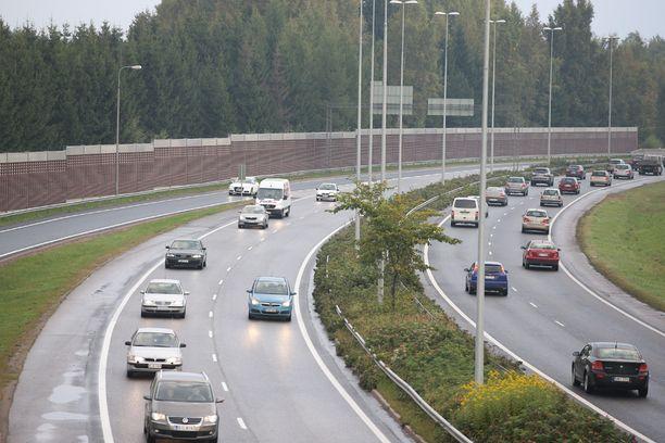 Tältä näytti liikennetilanne Tuusulanväylällä viittä vaille kahdeksalta. Kuva otettu Pakilantien risteyssillalta, vasemmanpuoleinen kaista kulkee etelää eli keskustaa kohti.