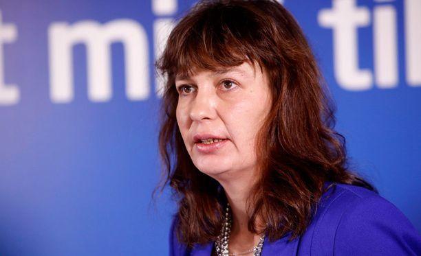 Puoluesihteeri Riikka Slunga-Poutsalo kiistää, että varapuheenjohtajuudesta luopuminen olisi ollut ehto sille, että Tynkkynen saa puolueen jäsenyyden takaisin.