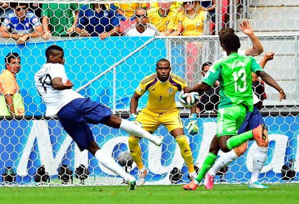 Pau Pogba sai tilaisuuden viedä Ranska 1-0-johtoon.
