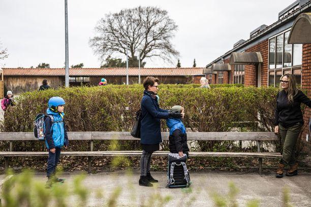 Välimatkat olivat kunnossa pienten tanskalaisten palatessa kouluun keskiviikkona.