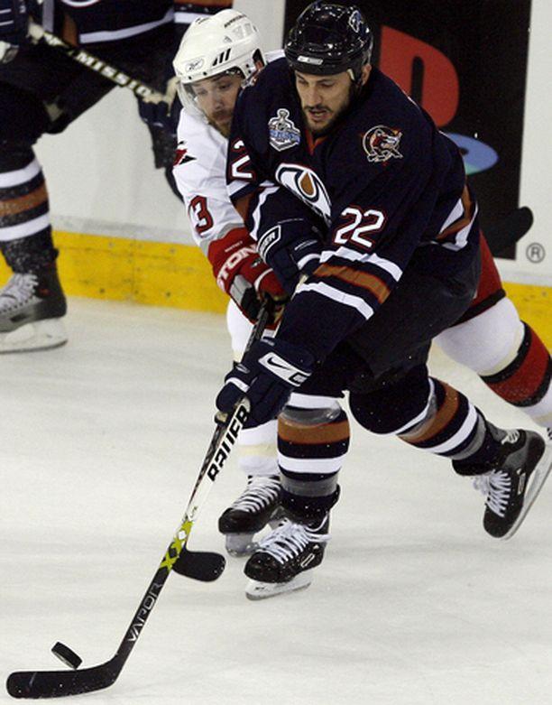 Rem Murray vaihtaa nämä NHL-finaalitunnelmat SM-liigan vääntöihin. Taistelukaverina Carolinan Ray Whitney.