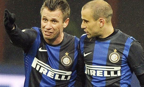 Rodrigo Palacio (oikealla) on Interin paras maalintekijä Eurooppa-liigassa seitsemällä täysosumallaan. Vieressä Antonio Cassano.