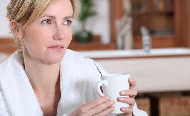 Nainen kokeili viikkoa ilman aamiaista. Muut ateriat alkoivat korvautua kahvilla, naposteltavilla ja epäterveellisillä valinnoilla. Kuvituskuva.