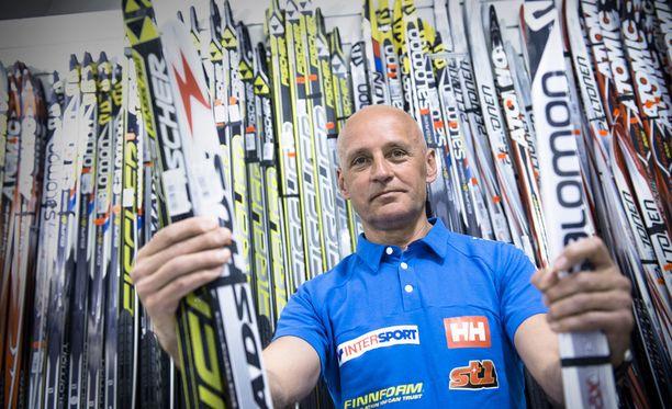 Are Mets toimii Anne Kyllösen, Matti Heikkisen ja Matias Strandvallin suksimiehenä. Lisäksi hän vastaa Suomen maajoukkueen pitovoitelusta.