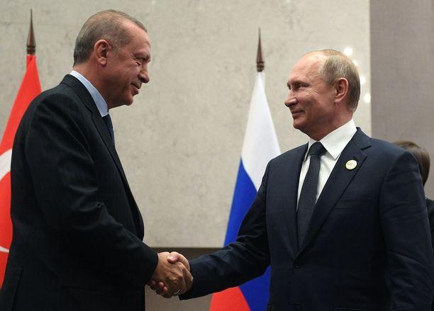 Venäjän presidentti Vladimir Putin paiskasi kättä Turkin Recep Tayyip Erdoganin kanssa BRICS-tapaamisessa heinäkuun lopulla.