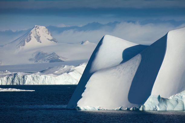 Etelämantereen jääpeite pitää sisällään salaisuuksia. Kuvituskuva.