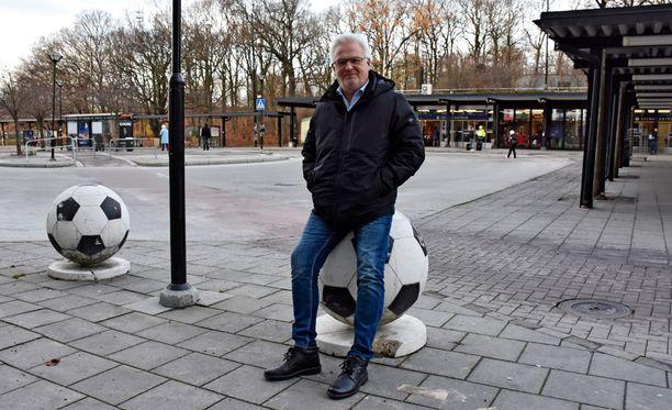 Hans Backe on nähnyt maailmaa. Nyt hän antaa kokemuksensa Suomen maajoukkueen käyttöön.