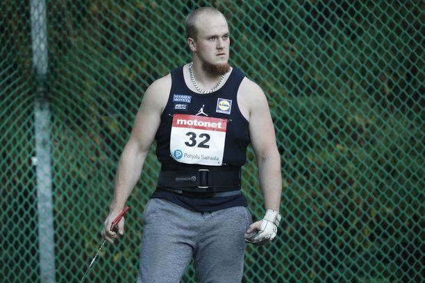Aleksi Jaakkola janoaa 77,50 metrin kaarta tällä kaudella.