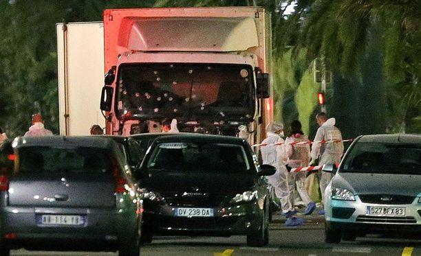 Terroristi ammuttiin lopulta tuhoaseensa ohjaamoon Nizzassa.