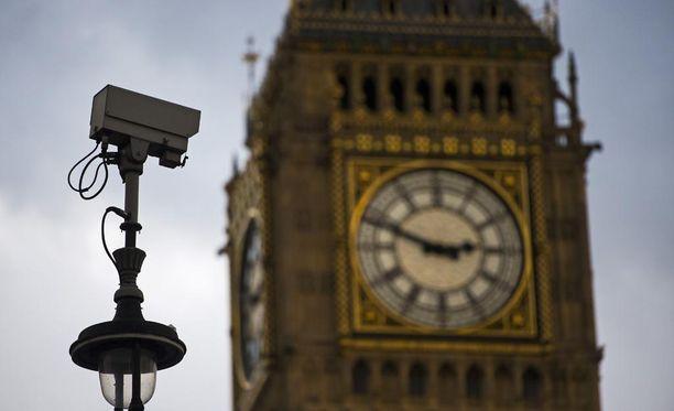 Britanniassa poliisi ja tiedusteluviranomaiset ovat saamassa aiempaa laajemmat valtuudet seurata kansalaisten verkkoviestintää.