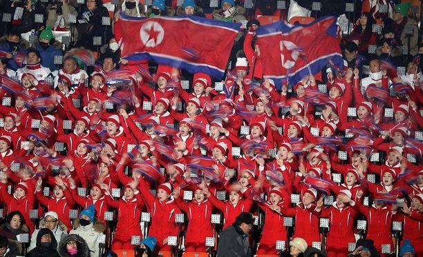 Avajaisissa myös Pohjois-Korean liput liehuivat.
