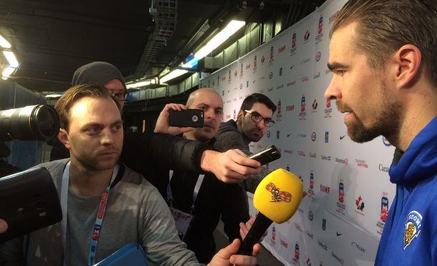 Suomen romahtaminen karsintasarjaan ja kesken kisojen päävalmentajaksi pestatun Jussi Ahokkaan kommentit kiinnostivat kansainvälistä mediaa vuosi sitten Montrealissa.