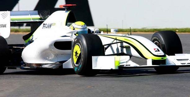 Jenson Button kiihdytti autonsa paalupaikalle.