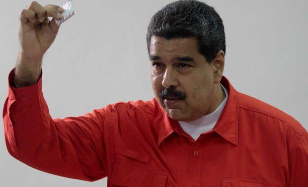 Nicolas Maduro ei piittaa pakotteista.