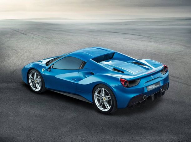Ohjaamo on tuttua Ferrari ja tuttua myös keväällä esitellystä 488 GTB:stä.