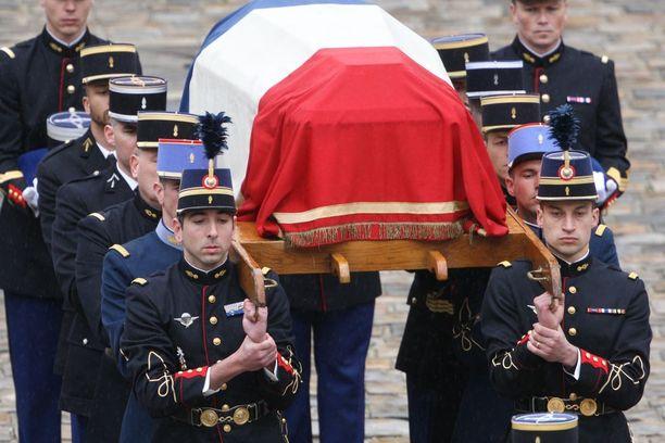 Trebesin iskussa kuollut poliisi haudattiin keskiviikkona Pariisissa.