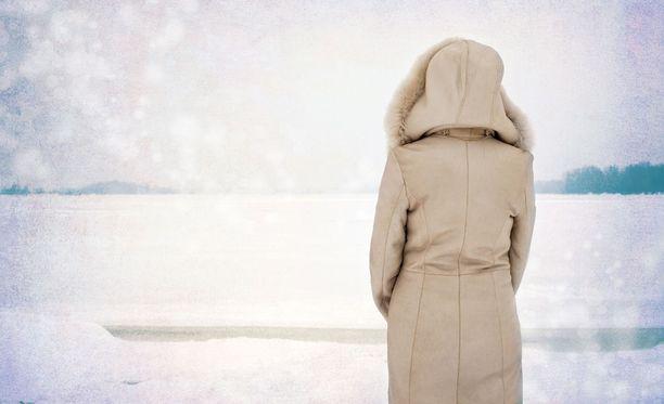 Nuori nainen ahdistui ja muuttui sulkeutuneeksi talven tullen. Käräjäoikeus katsoo, että oireilun syynä voi olla myös opiskelun aloittaminen vieraana paikkakunnalla. Kuvituskuva.