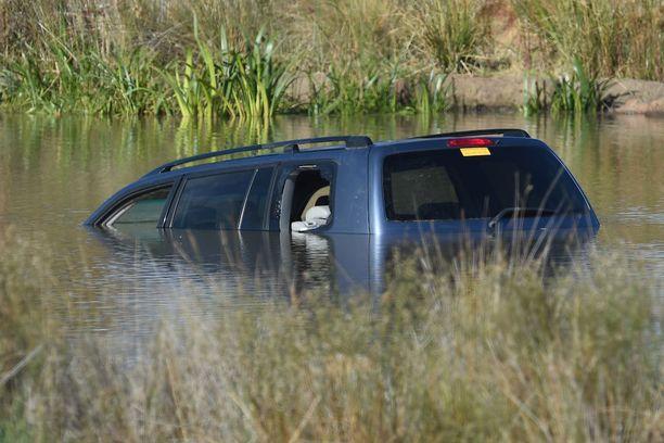 Järvi oli auton uppoamiskohdassa vain puolisentoista metriä syvä.