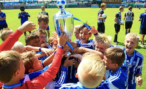 HJK juhli Helsinki Cupin mestaruutta kolmessa sarjassa.