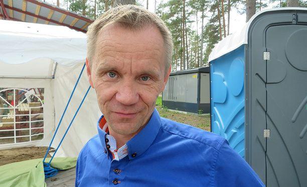 Kansanedustaja Mika Niikko kävi Kalevi Keihäsen suvun kokouksessa. Niikon anoppi on Keihäsen serkku.
