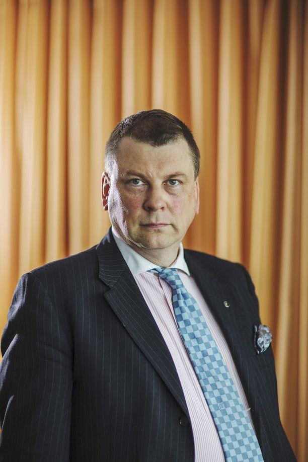 EK:n johtaja Ilkka Oksalan mielestä IAU:n työtaistelutoimet Suomen lentokentillä osoittavat jälleen kerran Suomen työrauhalainsäädännön ongelmat.