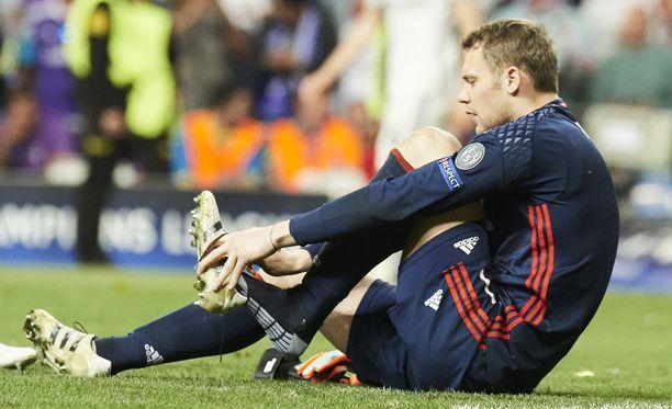 Manuel Neuerin jalkapöytä murtui Santiago Bernabéulla.