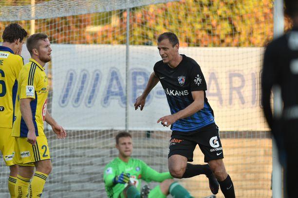 Njazi Kuqi pelasi Interissä kaudet 2016-2017.