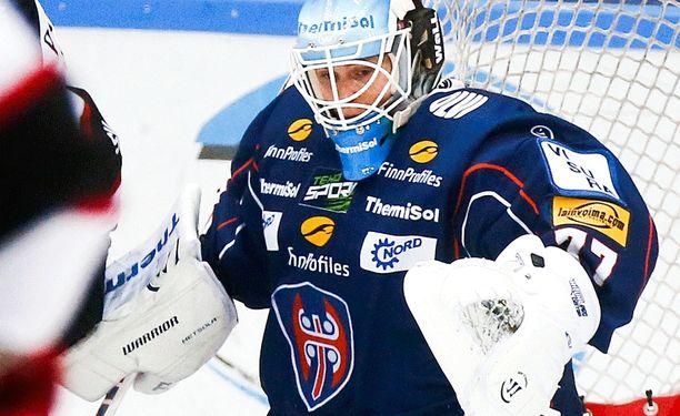 Juha Metsola torjui huippupelin.