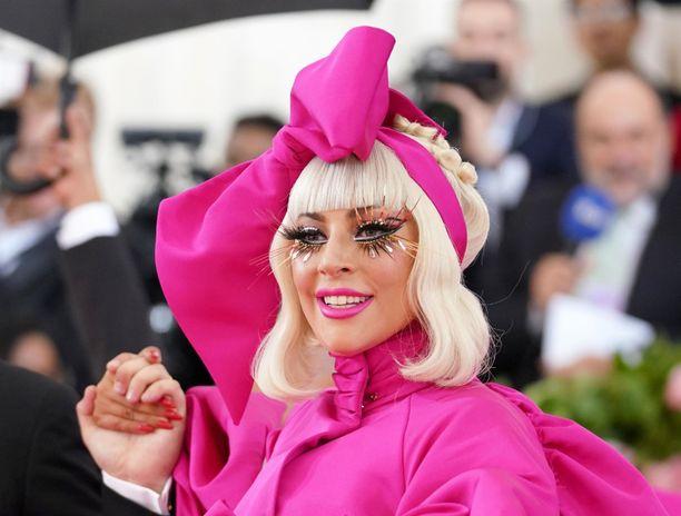 Laulaja-säveltäjä Lady Gaga on poikkeuksellinen artisti, joka tekee myös poikkeuksellisia sopimuksia.