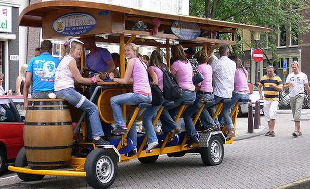 Kaljapyörät olivat suosittuja polttari- ja firmaporukoiden juhlissa.