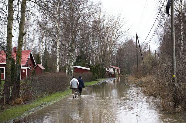 Länsi-Suomessa on ollut ennenkin sateisia jouluja. Kuva on otettu 29. joulukuuta 2011 Porissa.