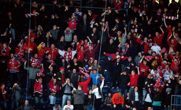 Sportin faneja oli mukana hurjassa joukkotappelussa.