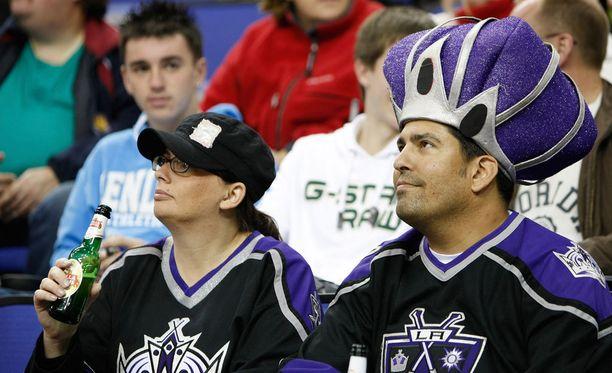 NHL-otteluissa katsomoissa saa juoda alkoholia.